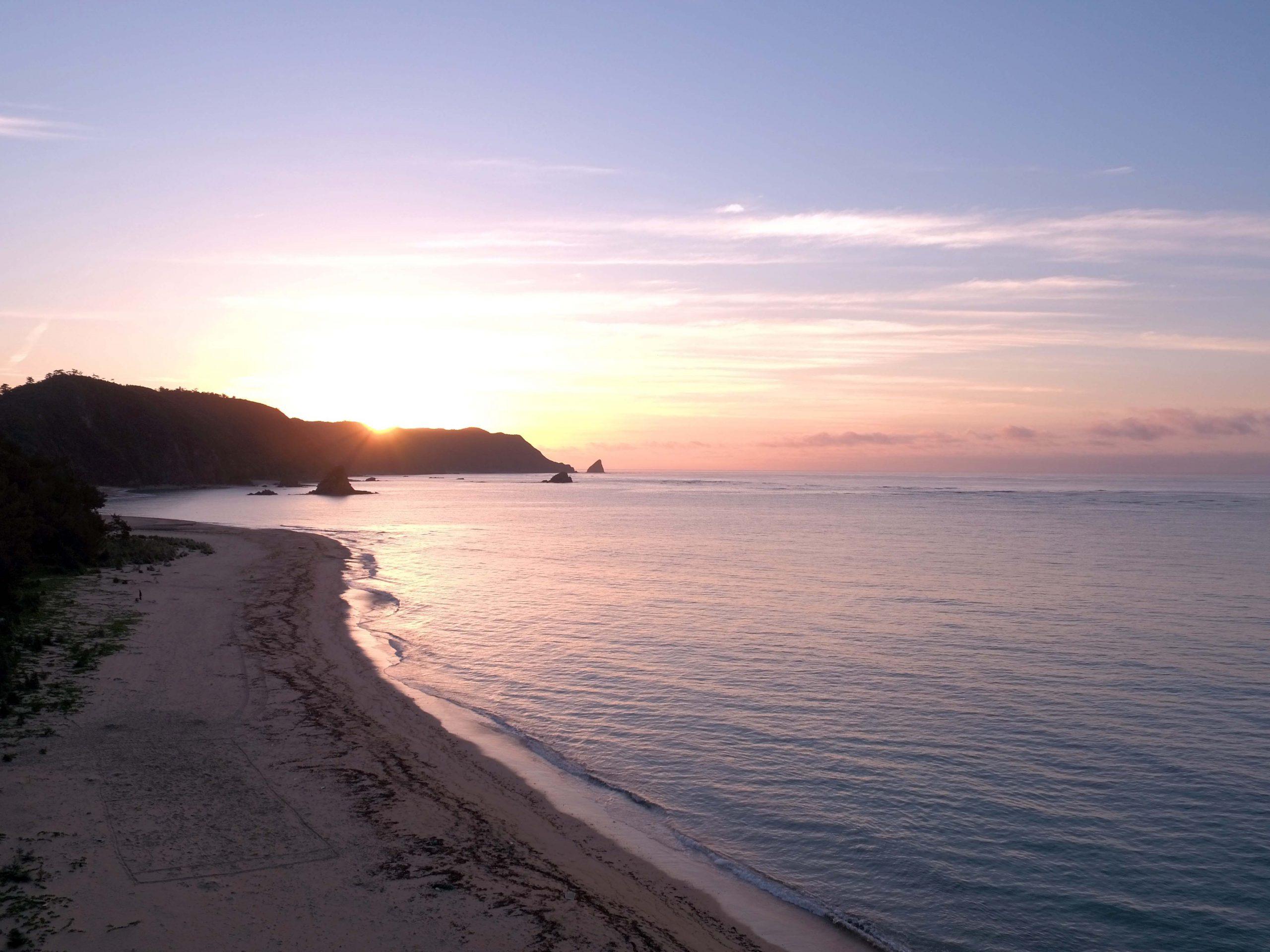 いし工房#名護嘉陽海岸の日の出を空撮